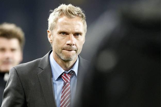 Trainer Thorsten Fink nachdenklich.