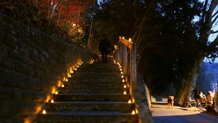 Die Oelrain-Treppe bei der Kerzenaktion im Advent.