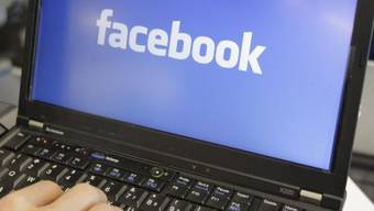 Ein Scherz auf Facebook kommt einen Gymnasiasten teuer zu stehen