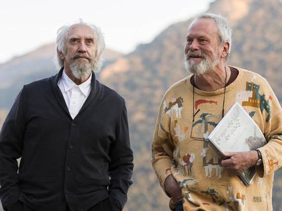 """Regisseur Terry Gilliam (r) und Hauptdarsteller Jonathan Pryce in """"The Man Who Killed Don Quixote"""". Nach längerem juristischen Tauziehen ist der Film in Cannes ausser Konkurrenz zu sehen."""