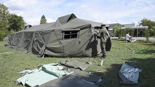 Auch im Kanton Bern werden Armeezelte für Flüchtlinge  aufgebaut.