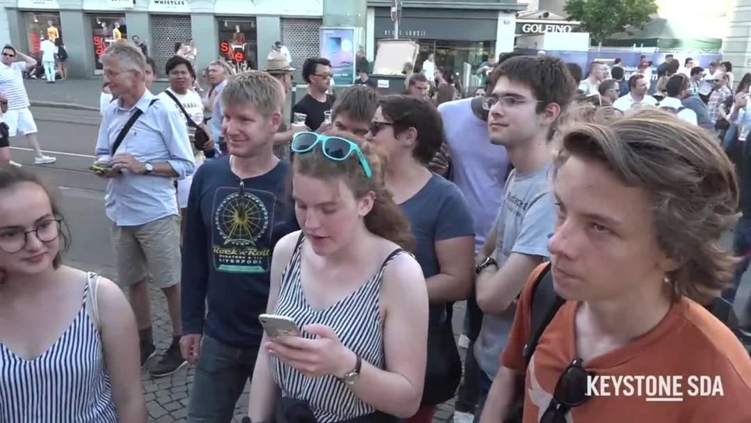 Züri Fäscht: Zürcher stehen Schlange für Zwingli-Foto