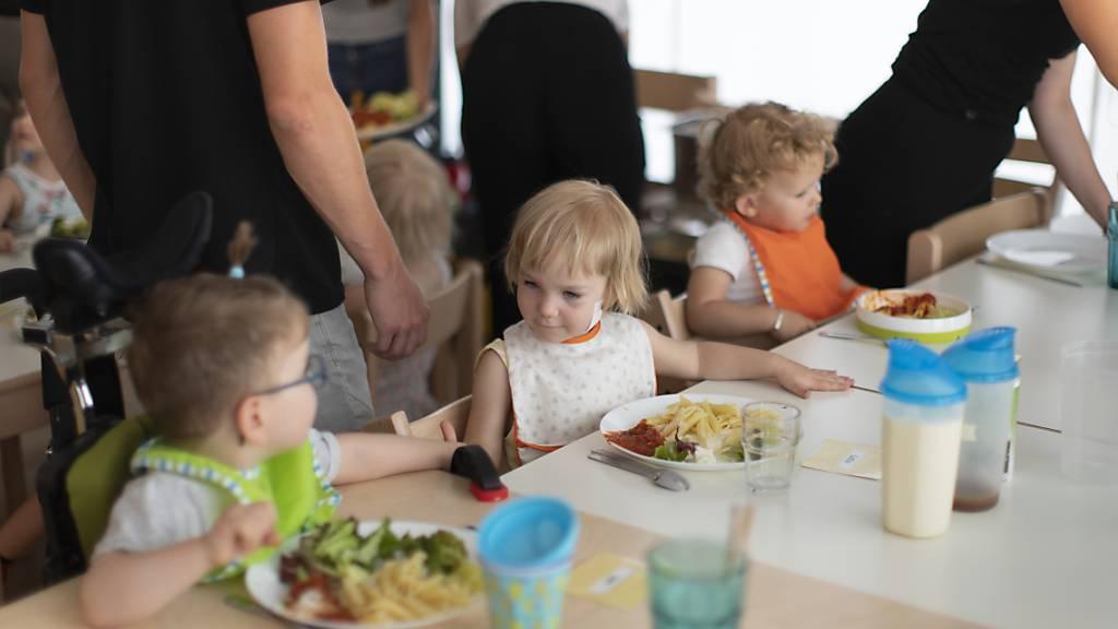 In der Vernehmlassung zum neuen Nidwaldner Kinderbetreuungsgesetz herrschte unter anderem bei der Festlegung der Qualitätsstandarts bei Kinderbetreuungseinrichtungen wenig Konsens. (Symbolbild)