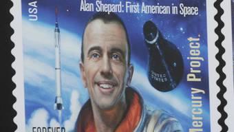 Die Briefmarke zu Ehren von Alan Shepard