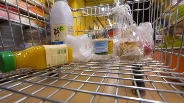 Die Schweizer konsumierten auch im August wieder rege (Archiv)