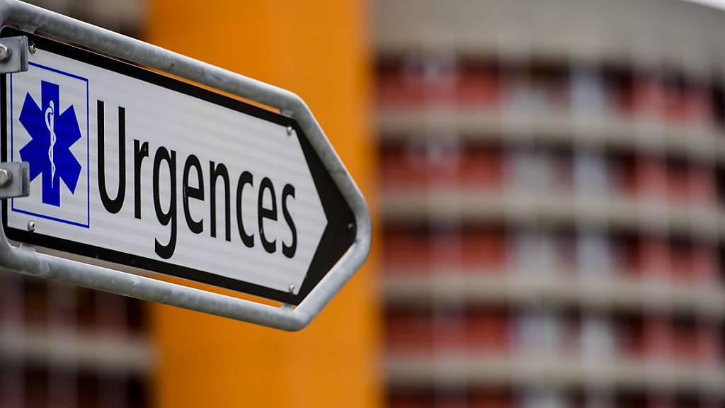 Im französischsprachigen Teil des Kantons Wallis spitzt sich die Lage wegen Covid-19-Patienten zu. Das Spitalzentrum hat die höchste Alarmstufe ausgerufen und will Patienten in andere Kantone verlegen. (Archivbild)