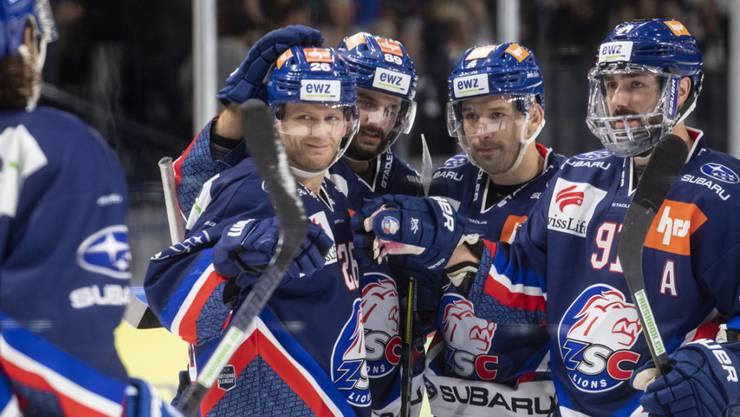 Doppeltorschütze Simon Bodenmann (links) darf sich beglückwünschen lassen