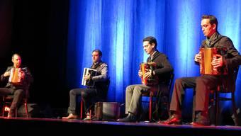Überraschung, Schalk und Adrenalinschub: Die Danças Ocultas packen das Publikum mit ihren Akkordeons.