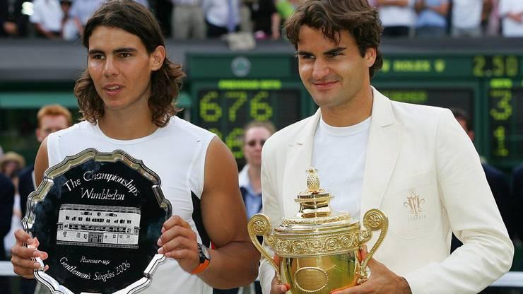 Federer steht zum vierten Mal in Folge im Final, für Nadal, der einen Monat zuvor zum dritten Mal in Folge die French Open gewinnt, zum ersten Mal mit einem Finalsieg gegen Federer, ist es eine Premiere. Mit einem 6:0, 7:6 (7:5), 6:7 (2:7), 6:3 verteidigt der Schweizer an der Church Road seinen vierten Titel in Folge und wehrt Nadals Angriff ein erstes Mal ab.