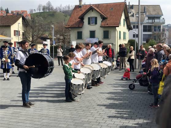 Die Tambouren der Kreismusik Limmattal sind wie immer im Takt – und laut.