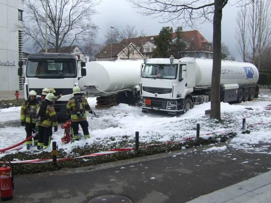 Tanklastwagen verliert Auflieger (2)