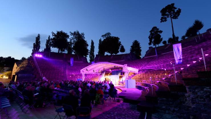 Das beleuchtete Römertheater bot eine stimmungsvolle Kulisse.