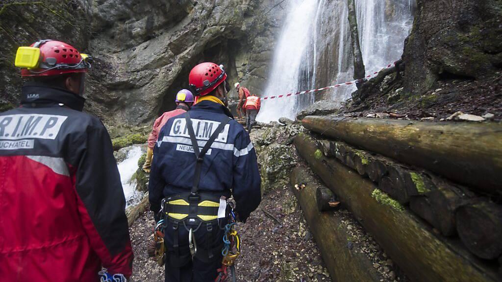 44-jähriger Höhlenforscher im Kanton Neuenburg tödlich verunglückt