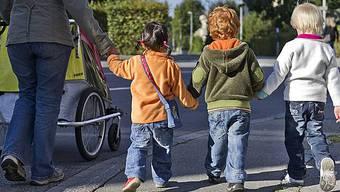 Wer Kinder aufzieht, nimmt statistisch ein grösseres soziales Risiko in Kauf