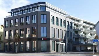 Die UBS-Filiale in Reinach AG, die von der Grossbank erst 2013 bezogen wurde, wird im Zug des Sparprogramms geschlossen.