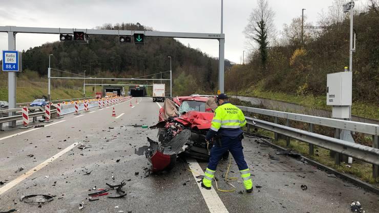 Die drei Insassen im Renault verstarben auf der Unfallstelle.