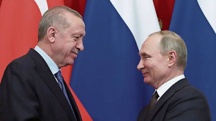 Wladimir Putin (r) hat die Oberhand gegenüber Recep Erdogan.