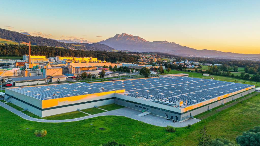Aldi Suisse für Anlage auf dem Dach in Perlen ausgezeichnet