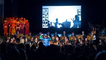 Schattentheater mit Musik vom Stadtorchester Grenchen. Hansjörg Sahli