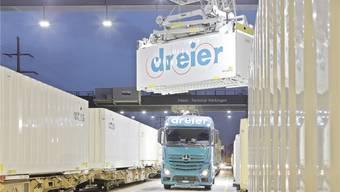 600 Wechselbrücken: Dreier setzt auf den kombinierten Verkehr.zvg