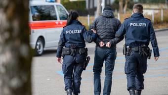 Die Stadtpolizei Zürich verhaftete im Kreis 4 einen Drogendealer, der verschiedenste Drogen im Angebot hatte. (Symbolbild)
