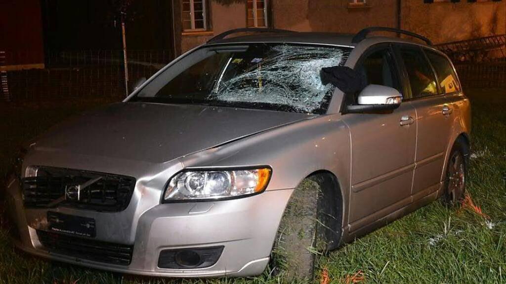 Das Unfallauto: Der Lenker des Autos geriet auf das Trottoir und fuhr in eine Mutter mit zwei Kindern. Der Säugling verstarb. (Archivbild)