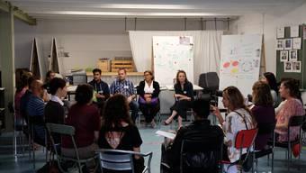 Die Teilnehmer am Workshop von Capacity tauschen sich untereinander aus und entwickeln ihre Ideen weiter.