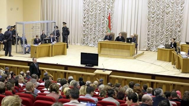 Gerichtsverhandlung mit den mutmasslichen Attentätern hinter Gittern (Archiv)