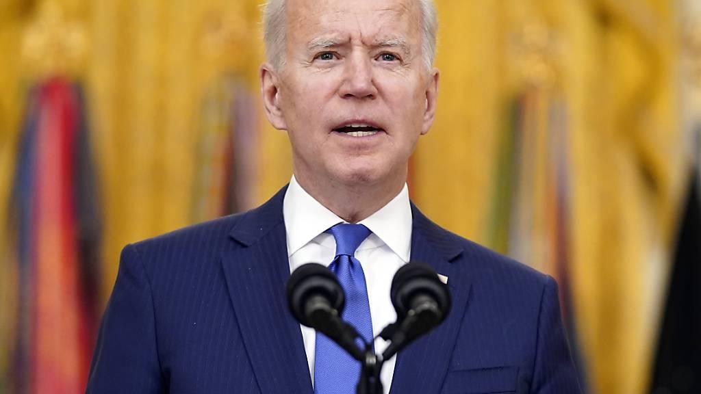 US-Präsident Joe Biden spricht während einer Veranstaltung zum Internationalen Frauentag im East Room des Weißen Hauses. Foto: Patrick Semansky/AP/dpa