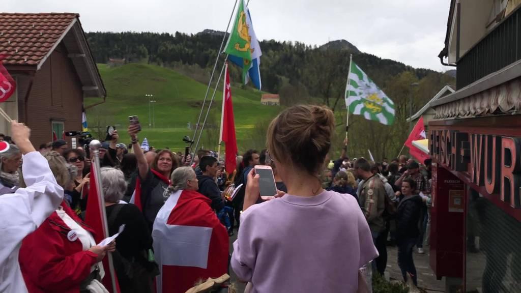 Illegale Demo: Mehrere hundert Coronakritiker in Urnäsch