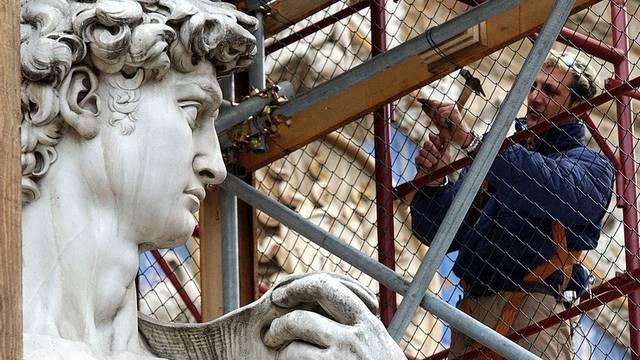 Schaut den Bauarbeiten in Florenz mit Skepsis zu: Michaelangelos David (Archiv)