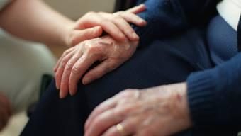 Eine Krebsdiagnose, ein schwerer Unfall oder ein anderer Schicksalsschlag kann das Leben ganzer Familien aus der Bahn werfen. (Archivbild)