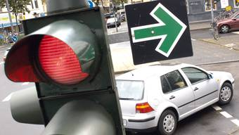 In Deutschland signalisiert der grüne Pfeil: Rechts abbiegen geht immer.