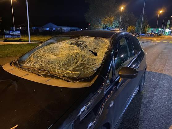 Oftringen AG, 29. Oktober: Ein Automobilist erfasst auf einem Zebrastreifen zwei Fussgänger. Die beiden 17-Jährigen werden schwer verletzt ins Spital gebracht. Am Auto entstand Totalschaden.