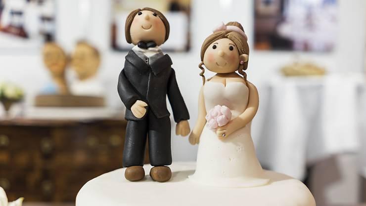 Immer weniger Paare lassen sich kirchlich trauen. (Symbolbild)