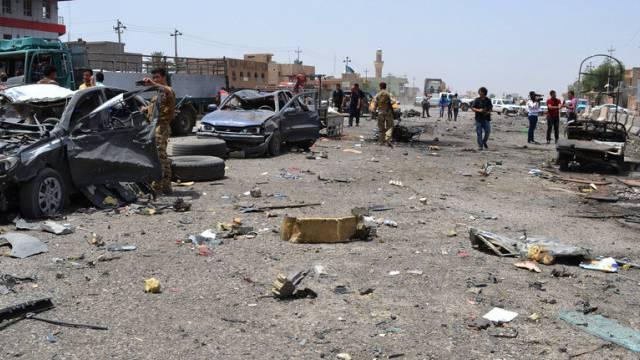 Nach einem Bombenanschlag nördlich von Bagdad, Anfang Juni 2014