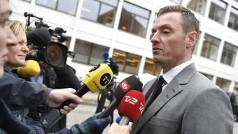 Staatsanwalt Kristian Kirk (rechts) verlangt erneut lebenslänglich für U-Boot-Bauer Peter Madsen wegen Mordes an der schwedischen Journalistin Kim Wall.
