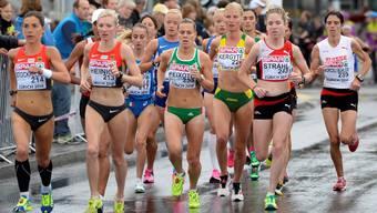 Martina Strähl (2.v.r.) beim Marathon.