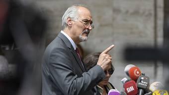Wählte deutliche Worte in Genf: Der syrische Chefunterhändler Baschar al-Dschaafari vor Journalisten.