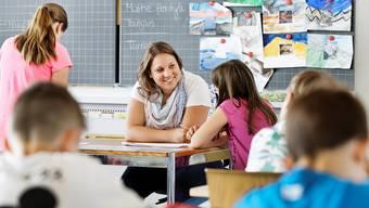 Lilo Lätzsch begrüsst das Lehrpersonen neu eine Jahresarbeitszeit haben, dennoch bewertet sie die neue Reglung als gefährlich. (Symbolbild)