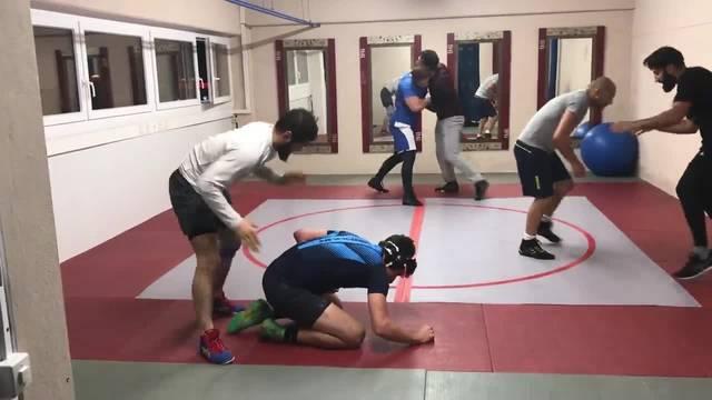 Ringer trainieren im Zürcher Ringerclub