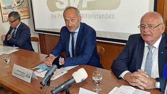 Die SVP Kanton Zürich eröffnet ihren Regierungsratswahlkampf: Baudirektor Markus Kägi (rechts) hört auf, Parteipräsident Konrad Landhard (Mitte) erwägt eine Dreierkandidatur und Ernst Stocker (links) will als Finanzdirektor weitermachen.