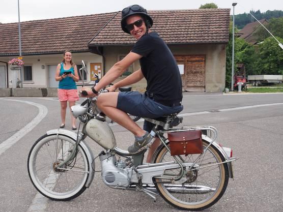 Töffli-Tour Organisator Roger Schwegler machte sich als letzter auf die Strecke.