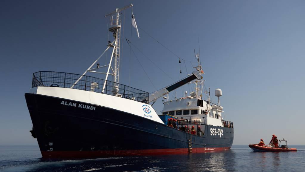 ARCHIV - Dieses von der Seenotrettungsorganisation Sea-Eye zur Verfügung gestellte Foto zeigt das Seenotrettungsschiff «Alan Kurdi». Foto: Fabian Heinz/Sea-Eye/dpa - ACHTUNG: Nur zur redaktionellen Verwendung und nur mit vollständiger Nennung des vorstehenden Credits