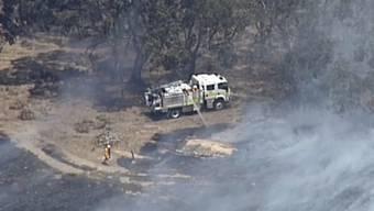 Die Feuerwehrleute nutzen das kühlere Wetter in Australien, um Massnahmen gegen eine weitere Ausbreitung der Feuer zu treffen.