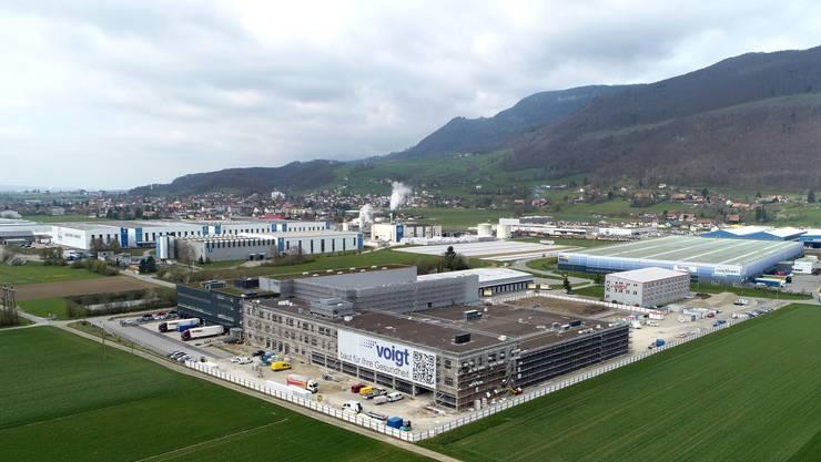 Bern und Solothurn verschoben die Kantonsgrenze zwischen Oensingen und Niederbipp wegen dem neuen Pharma-Umschlagplatz der Voigt -Gruppe.