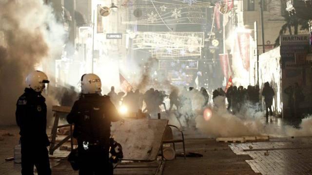 Polizei geht mit aller Härte gegen Demonstranten in Istanbul vor
