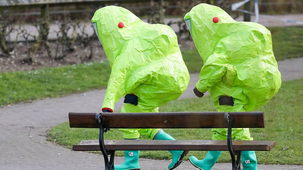 ARCHIV - Einsatzkräfte in Schutzanzügen 2018 in Salisbury. Foto: Andrew Matthews/PA Wire/dpa