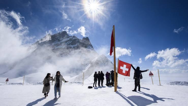 Touristen auf dem Jungfraujoch - eine Aufnahme aus Vor-Corona-Zeiten.