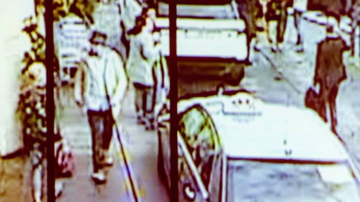"""Der """"Mann mit dem Hut"""" gehörte zu den letzten Hauptverdächtigen der Anschläge in Brüssel. Die wie Staatsanwaltschaft nun bestätigte, planten die mutmasslichen Attentäter weitere Angriffe in Frankreich."""